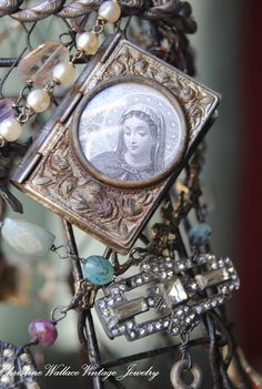 JEWELRY / CURIOSITY KEEPERS:  locket or book with photo on the outside as well
