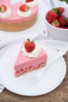 Torta de Morango de geladeira superfácil – não vai ao forno | Vídeos e Receitas de Sobremesas