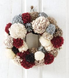 How To Make A Crochet Pom Pom Wreath | Holiday DIY Decor | Holiday Crafts