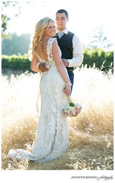 #Wedding #country ♥ https://itunes.apple.com/us/app/the-gold-wedding-planner/id498112599?ls=1=8 'How to plan a wedding' iPhone App ... Your Complete Wedding Ceremony  Reception Guide  ♥ http://pinterest.com/groomsandbrides/boards/ for more magical wedding ideas ♥  pinned with love.