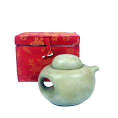 Vintage Chinese Clay Teapot Chinoiserie Asian by HarpersFlea Clay Teapots, Chip And Joanna Gaines, Asian Decor, Chinoiserie, Decor Interior Design, Decoration, Tea Pots, Pony, Decorative Boxes