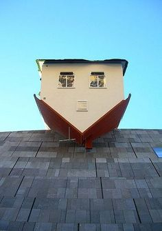 Erwin Wurm - Maison au-dessus du MUMOK