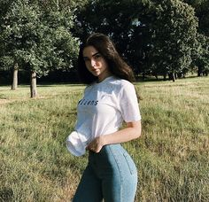 Superenge Jeans, Sexy Jeans, Jennifer Aniston Style, Beautiful Asian Girls, Girls Jeans, Cute Girls, Girl Outfits, Photoshoot, T Shirts For Women