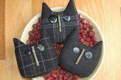 Primitive-Halloween-Black-Wool-Cat-Ornies-Bowl-Fillers