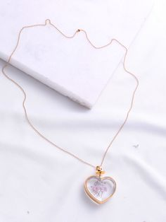 SheIn offers Flower Heart Pendant Chain Necklace & more to fit your fashionable needs. Stylish Jewelry, Dainty Jewelry, Resin Jewelry, Cute Jewelry, Jewelry Accessories, Fashion Accessories, Fashion Jewelry, Jewelry Design, Fashion Necklace