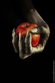 ✯ The Poison Apple ✯