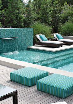 E turquesa na piscina, pode? Pode simmm! A cor tem tudo a ver com área externa, sol, piscina e verão!