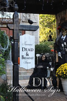 Make this BHG-Inspired Halloween sign using a mailbox post! Confessions of a… halloween signs Diy Halloween Yard Signs, Halloween Mesh Wreaths, Halloween Displays, Halloween Porch, Outdoor Halloween, Halloween Season, Halloween Projects, Diy Halloween Decorations, Holidays Halloween