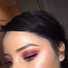 I created a burgundy sunset look with inner corner sparkle and the MUG X Kathleen lights highlight palette. I used the shades peach smoothie, chickadee, Ma