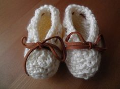 Items similar to Set of lace-up booties and bow headband in cream on Etsy Knit Or Crochet, Learn To Crochet, Crochet Baby, Knitted Baby, Knit Baby Booties, Lace Up Booties, Stretchy Headbands, Baby Headbands, Knitting For Kids