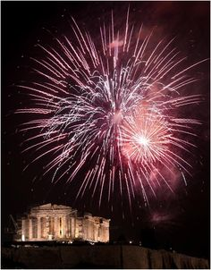 Top 10 New Year's Eve Breathtaking Fireworks of 2014