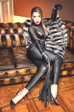 👑Goddess in Boots&Heels 👑: Archiv Leather Gloves, Leather Pants, Black Leather, Leggings, Chinchilla Coat, Black Women, Sexy Women, Dominatrix, Catsuit