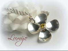 Kaulakoru omaa designia, itse valmistanut hopeasta, kivi sitriini. My own desingn silver pendant.