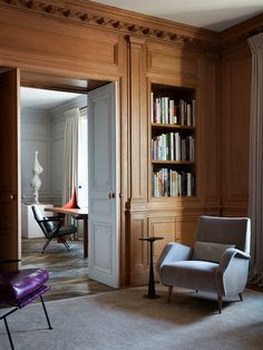 Love this little library nook. Design by Atelier AM Interior Design Blogs, Luxury Homes Interior, Luxury Home Decor, Designer Hotel, Manhattan Apartment, Mid Century Living Room, Decoration Inspiration, Hotel Decor, Beautiful Interiors
