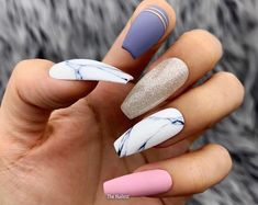 False nails have the advantage of offering a manicure worthy of the most advanced backstage and to hold longer than a simple nail polish. The problem is how to remove them without damaging your nails. Best Acrylic Nails, Acrylic Nail Designs, Nail Art Designs, Nails Design, Stiletto Nail Designs, Marble Nail Designs, Cute Nails, Pretty Nails, Stiletto Nails