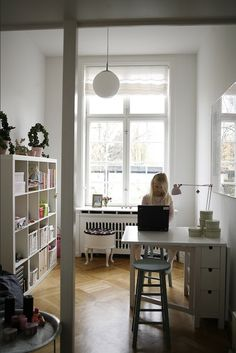 ikea 2 sides that fold down when not in use.  I LOVe and want this....great for small spaces!