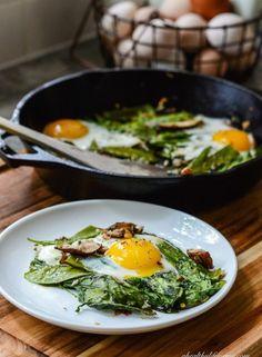 Mushroom and snow pea stir fry Light Recipes, Egg Recipes, Brunch Recipes, Whole Food Recipes, Vegetarian Recipes, Dinner Recipes, Cooking Recipes, Healthy Recipes, Drink Recipes