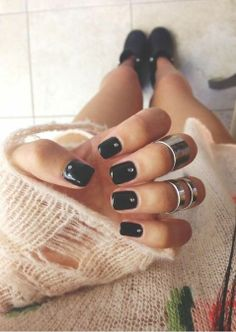 Black Mani & Knuckle Rings ♥