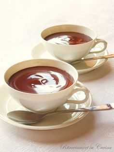 Ritroviamoci in Cucina: Cioccolata Calda (senza bustine) Let's meet in the kitchen: Hot Chocolate (without sachets) Café Chocolate, Chocolate Recipes, Sweet Light, Something Sweet, Cake Cookies, Nutella, Italian Recipes, Sweet Recipes, Love Food