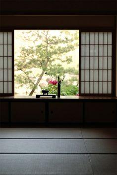 Japanese room>> I love Japanese style windows Architecture Du Japon, Houses Architecture, Japanese Architecture, Interior Architecture, Interior And Exterior, Room Interior, Traditional Japanese House, Japanese Interior Design, Japanese Style