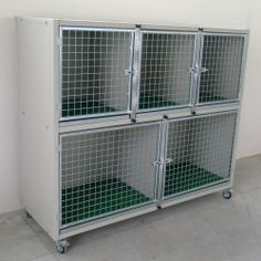 Veterinary Cage for cats and dogs, This hospital cage is the ideal solution for veterinary practices and pet shops. The structure allows the admission of dogs, cats and other animals in a hygienic and practical way. Pet Shop, Dog Grooming Shop, Dog Grooming Salons, Big Bird Cage, Dog Bedroom, Cat Kennel, Cocker, Dog Rooms, Dog Crate