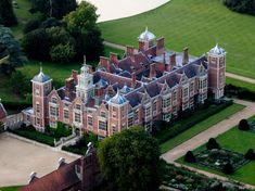 Blickling Hall, Norfolk England, the Boleyns home. English Manor Houses, English Castles, Norfolk England, Castles In England, Aerial Images, English Heritage, Grand Homes, Beautiful Castles, Medieval Castle