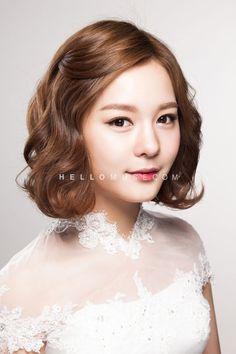 Korea Pre Wedding Photography | HELLO MUSE WEDDING (www.hellomuse.com) | Tel. +82 2 544 6873 | Email. hello@hellomuse.com Korean Wedding Hair, Short Bridal Hair, Hairdo Wedding, Bridal Hair And Makeup, Wedding Makeup, Hair Makeup, Bride Hairstyles, Pretty Hairstyles, Makeup Bouquet