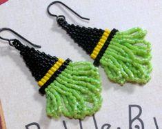 Witch Hat Earrings, Halloween Earrings, Seed Bead Earrings, Beaded Earrings, Spooky Earrings, Black Hat Earrings, Holiday Earrings, Dangle