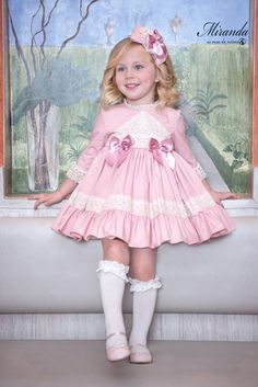 Cute Little Girl Dresses, Dresses Kids Girl, Cute Girl Outfits, Girl Baby Pic, Baby Girl Romper, Baby Dress Design, Baby Girl Dress Patterns, Spanish Baby Clothes, African Dresses For Kids