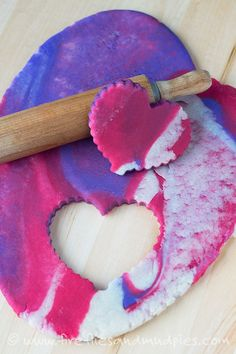 Love the colors in this Marbled Valentine's Day Playdough. Can I play too? | Fireflies and Mud Pies