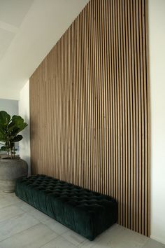 Here's the Akupanel - Rustic Natural Oak on the end wall in a an office. This was both for the visual effect that it adds and the sound dampening effect 🙉 This is the Akupanel - Rustic Natural Oak. Wood Slat Wall, Wood Panel Walls, Wood Slats, Wood Wall Paneling, Wood Veneer, Interior Walls, Home Interior Design, Interior Office, Hall Hotel