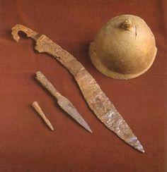 IBERIA. (Pre-Roman Spain) - Armamento ibérico. Casco, falcata y punta de lanza. (Yacimiento de la necrópolis ibérica de Cabecico del Tesoro. La Alberca, Murcia).
