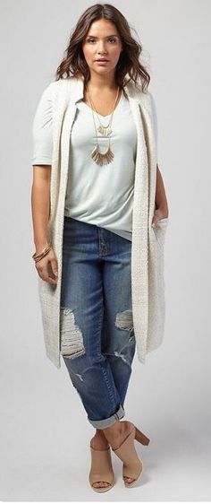 2017 Fashion trends! Your Curves, Your Style Dia&Co picks out fashion for you & delivers to your door. Sizes 14&up. Plus sized fashion picked just for you. #Dia&Co #Sponsored - white tee, cream cardi, distressed denim