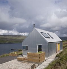 The Tinhouse is a Holiday Home on the Scottish Island 3 - Your source of Architecture and Interior design news! Contemporary Barn, Modern Barn, Style At Home, Design Simples, Tin House, Rural House, Shed Homes, Kit Homes, Steel House