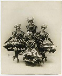 Chorus Girls ,1915