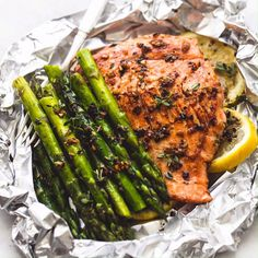 Herb Butter Salmon and Asparagus Foil Packs😍😋 . Serve Herb Butter Salmon and Asparagus Foil Packs😍😋 . Foil Pack Meals, Foil Dinners, Seafood Dishes, Seafood Recipes, Fish Dishes, Receitas Crockpot, Grilling Recipes, Cooking Recipes, Cooking Dishes