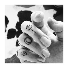 ✖️#girlswithtattoos #fingertattoo #knuckletattoo #inkedgirls #ink #ink_fected