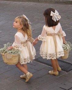 Cómo nos gustan estas princesitas vestidas por @marinasmoda_ Beautiful!! ❤️❤️•••Si te gusta ...