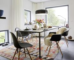 love the contrasts and kilim rug