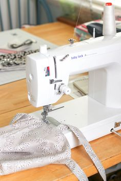 Baby Lock Accomplish Sewing Machine Sewing Hacks, Sewing Tutorials, Tutorial Sewing, Sewing Tips, Fabric Pen, Lining Fabric, Bag Patterns To Sew, Sewing Patterns Free, Baby Lock Sewing Machine
