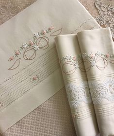 Bead Embroidery Patterns, Baby Embroidery, Hand Embroidery Designs, Sewing Stitches By Hand, Hand Embroidery Stitches, Machine Embroidery, Egyptian Cotton Duvet Cover, Baby Sheets, Shabby Chic Crafts