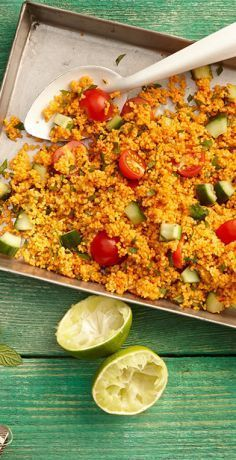 This quick couscous salad with cucumber, tomatoes, parsley and fresh mint tastes fresh oriental. It is suitable as a side dish for grilling or as a main course. It is also the perfect lunch to prepare