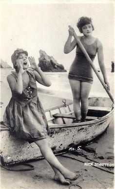Mack Sennett Bathing Beauties, Gloria Swanson and Marie Prevost Vintage Beach Photos, Photo Vintage, Vintage Photographs, Vintage Images, Vintage Style, Vintage Bathing Suits, Vintage Swimsuits, Old Pictures, Old Photos