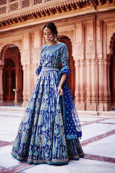 Anita Dongre brings Tree of Love at India couture week 2017 Indian Gowns, Indian Attire, Indian Ethnic Wear, India Fashion, Asian Fashion, Tokyo Fashion, London Fashion, Street Fashion, Indian Bridal Outfits
