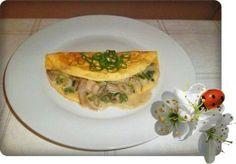Omelett mit Austernpilze in Sahnesauce  ZUTATEN Für das Omelett: 2 Eier 2 EL Sahne Prise Salz 1 EL Öl ............. .................................... Für die Füllung: 120 g Austernpilze 1 Stange Lauchzwiebel Salz und Pfeffer frisch gemahlen 3 EL Sahne 1 TL (gestrichen) Mais- oder Kartoffelstärke 2 EL Butter