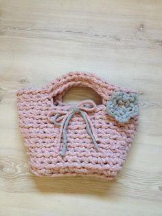 La mayoría de cosas nuevas que he aprendido están realizadas en trapillo. Aquí os pongo fotos de algunosde las cestas yde los cestos que t...