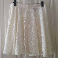 H&M lace skirt - size M - NWT H&M lace skirt - size medium - new with tag attached - fully lined - shell: 68% cotton 32% polyamide - lining: 100% polyester H&M Skirts