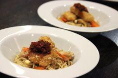 Schweine-Fisch mit Hähnchenfleisch-Nudeln von Isabel (Ko(ch)olloquium) und Natalie (Pastaciutta). #walnussgenuss