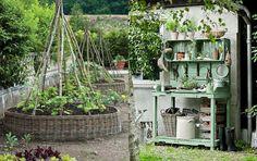 Snart är det vår, alla trädgårdsintresserades favoritårstid. Här är 22 härliga trädgårdsidéer som kan få dig att hålla ut till tjälen går ur marken.