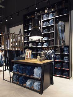 Outlet Garcia Leipzig (DL) Realisatie: Store3D #deliverexperience. #store3D #garcia Clothing Store Interior, Clothing Store Displays, Clothing Store Design, Boutique Interior, Boutique Design, Shop Interior Design, Retail Design, Denim Display, Jeans Store